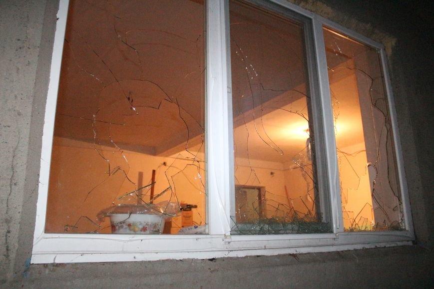 В Красноармейске здание телекомпании «Капри» забросали «коктейлями Молотова» и побили окна (ФОТО), фото-2