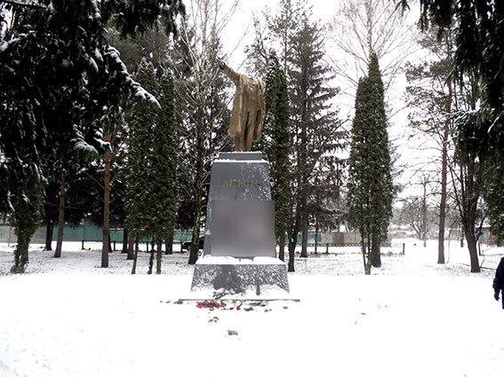 Неизвестные отбили голову гребёнковскому Ленину (ФОТО), фото-1