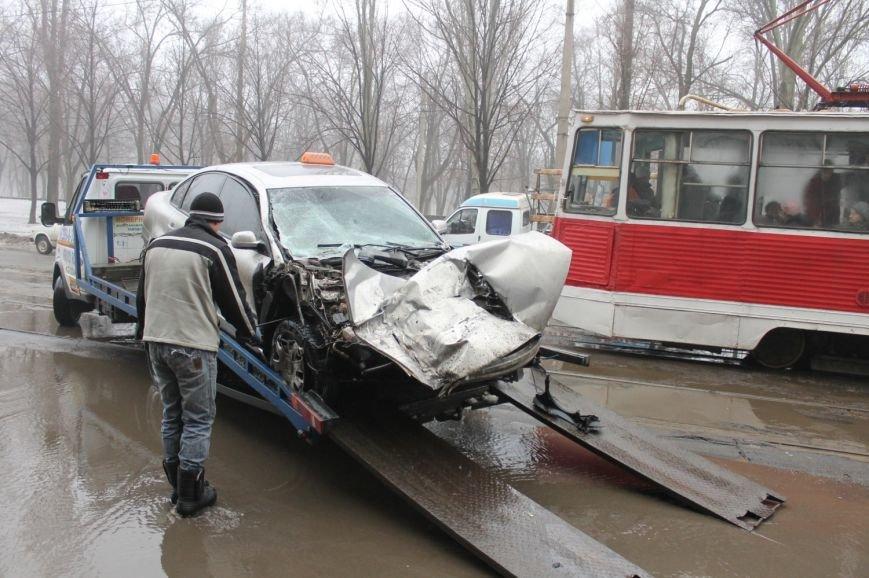 ДТП в  Кривом Роге: «Фольксваген Пассат» влетел под припаркованный грузовик (ФОТО), фото-9