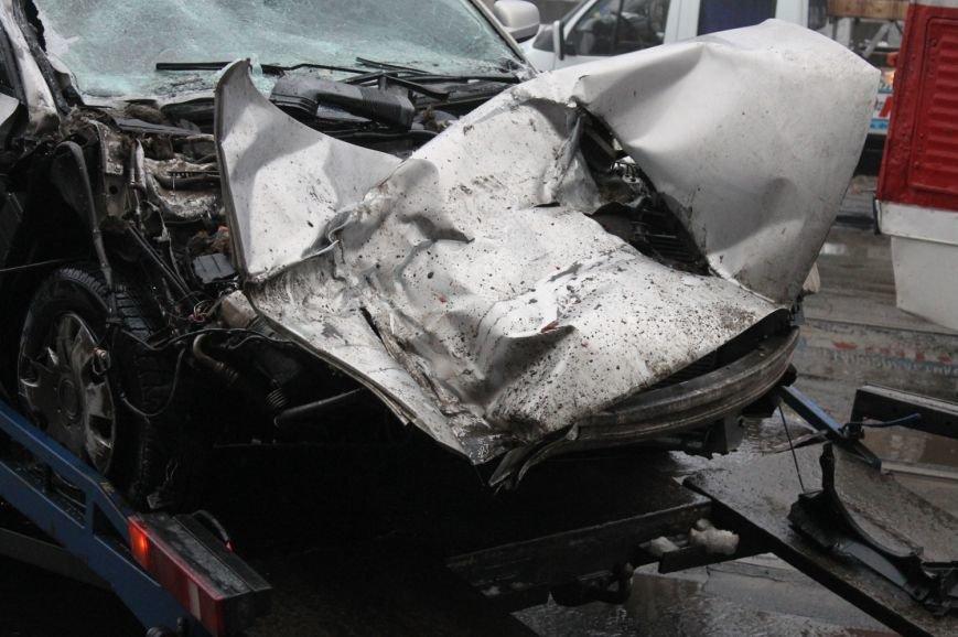 ДТП в  Кривом Роге: «Фольксваген Пассат» влетел под припаркованный грузовик (ФОТО), фото-8