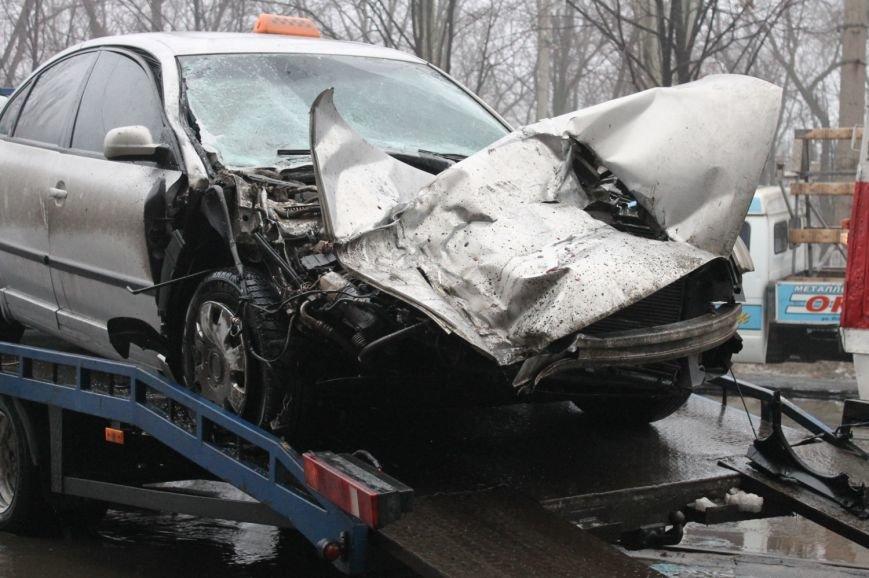 ДТП в  Кривом Роге: «Фольксваген Пассат» влетел под припаркованный грузовик (ФОТО), фото-7