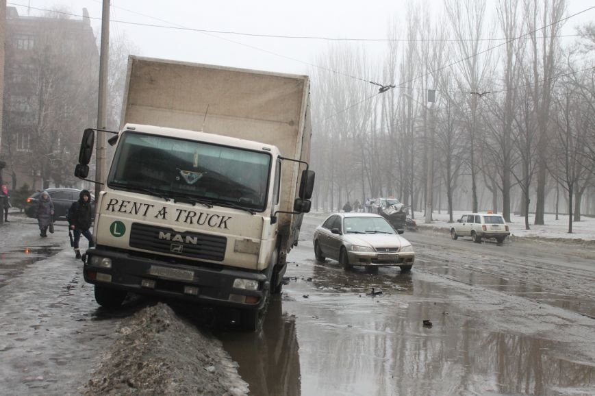 ДТП в  Кривом Роге: «Фольксваген Пассат» влетел под припаркованный грузовик (ФОТО), фото-3