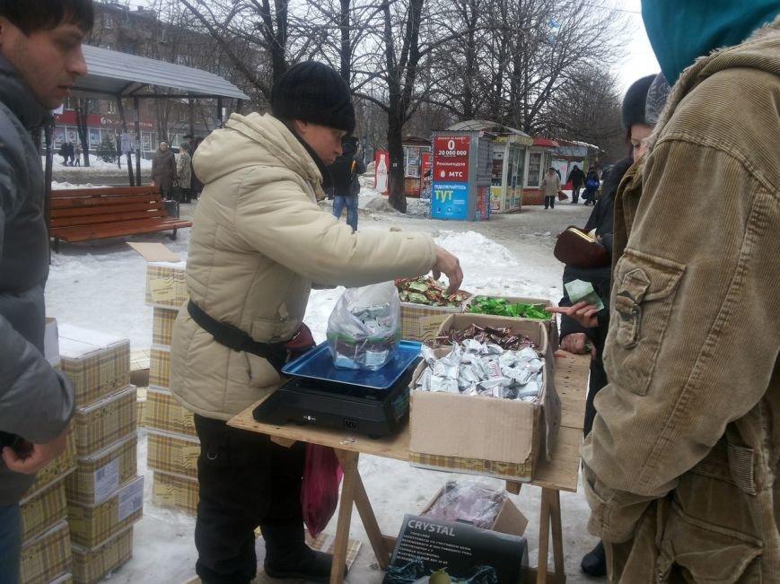 Мариупольцы массово скупают заменители конфет (ФОТО), фото-1