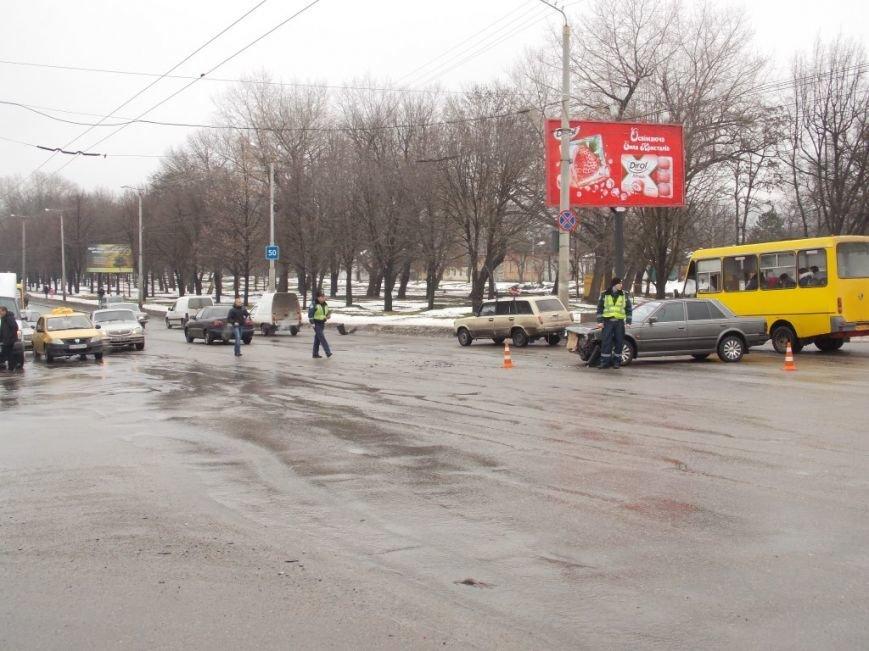 Сегодня в Кировограде произошло тройное ДТП (фото), фото-1