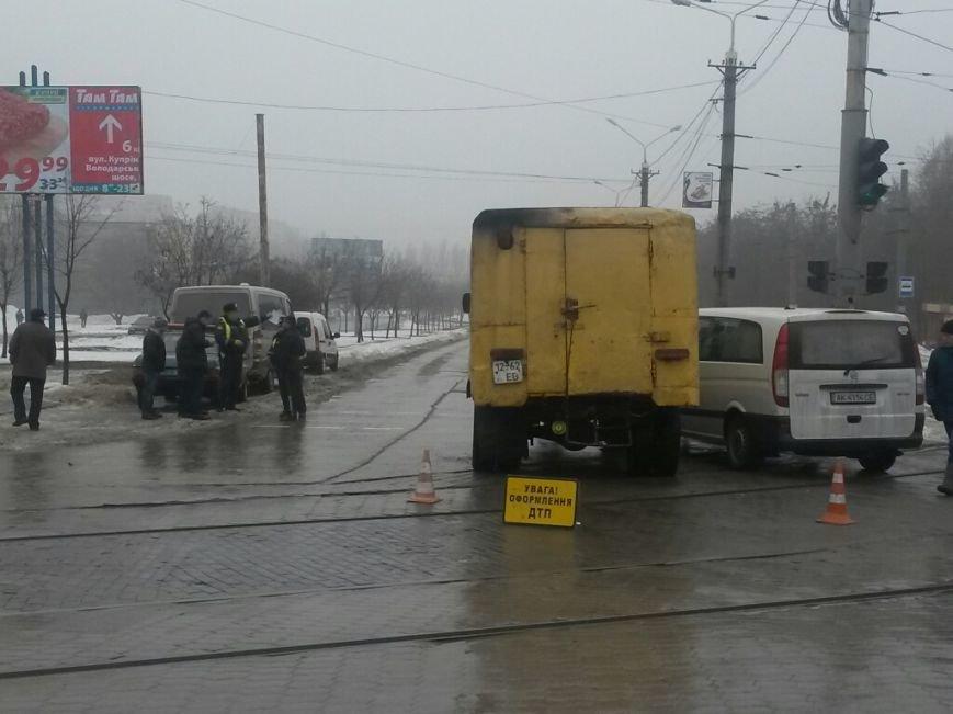 В Мариуполе автомобиль «Горводоканала» столкнулся с «Мерседесом» (ФОТО), фото-2