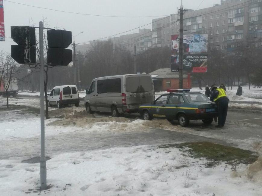 В Мариуполе автомобиль «Горводоканала» столкнулся с «Мерседесом» (ФОТО), фото-1
