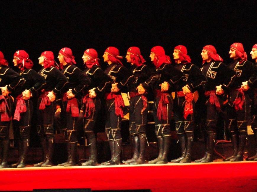 Грузинский балет «Сухишвили» подарил мариупольцам зажигательный украинский танец (ФОТО), фото-3