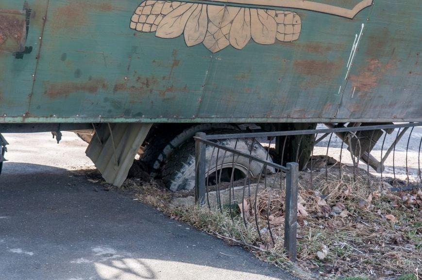 ФОТОФАКТ: В центре Симферополя едва не перевернулся грузовик с пивом, фото-3