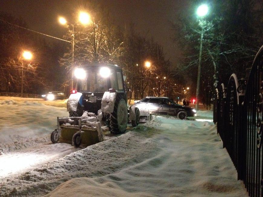 Идёт уборка улиц и дорог Домодедово после мощного снегопада, фото-2