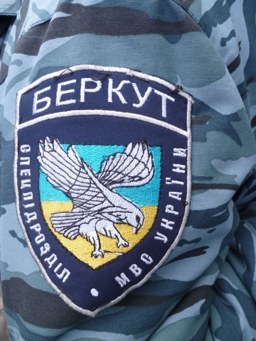 Главную площадь Красноармейска патрулирует «Беркут»: следят за порядком, а штурма админзданий не ждут (ФОТО), фото-10