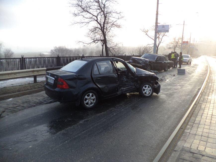 В Мариуполе  на пост-мосту  столкнулись ГАЗ и «Geely» (ФОТО), фото-1