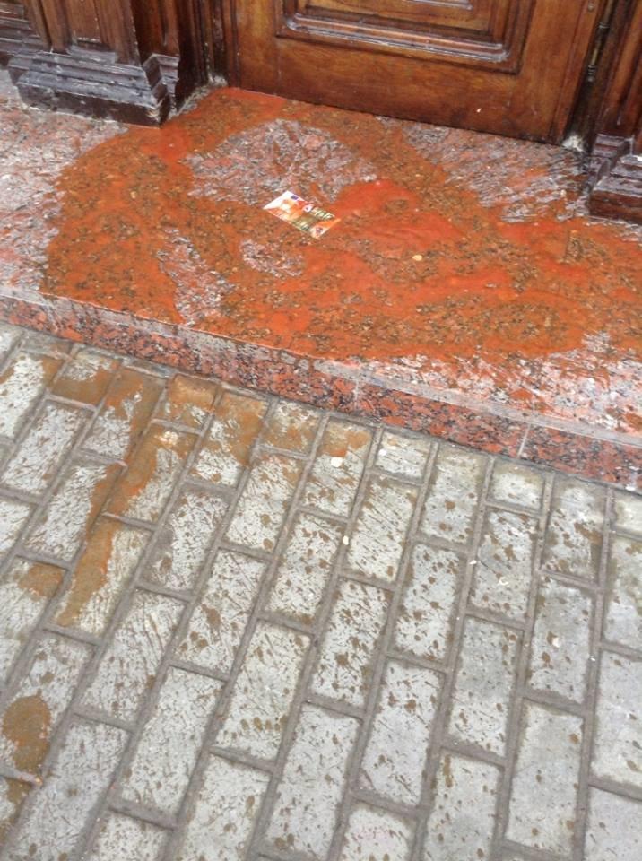 Львів'яни облили «регіональні» банки «кров'ю», щоб захистити Майю Москович  (ФОТО, ВІДЕО), фото-11