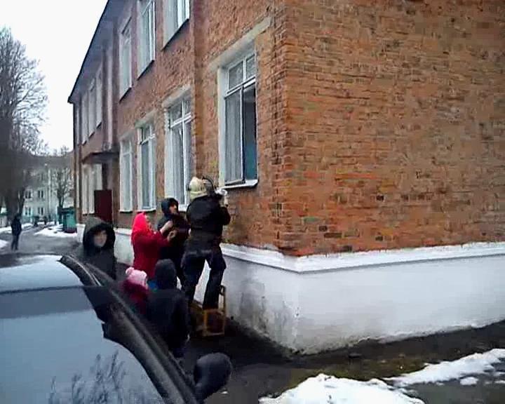 Сумська область: 149 дітей евакуйовані з задимленої будівлі дитсадка (ФОТО + ВИДЕО), фото-3