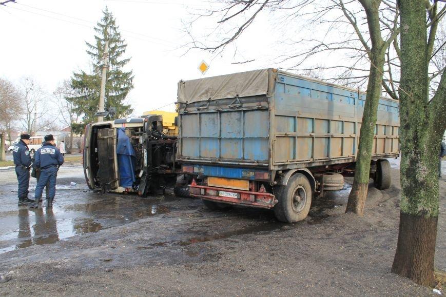 В Сумах перевернулся грузовик с почти 30 тоннами семечек (ФОТО), фото-4