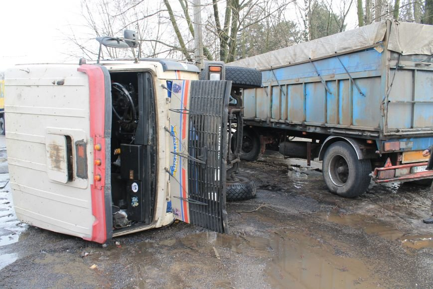 В Сумах перевернулся грузовик с почти 30 тоннами семечек (ФОТО), фото-5