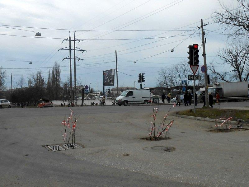 ФОТОФАКТ: В Симферополе прямо на проезжей части для водителей устроили полосу препятствий, фото-1