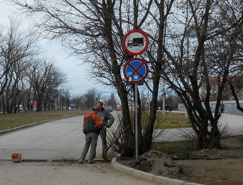 ФОТОФАКТ: В Симферополе прямо на проезжей части для водителей устроили полосу препятствий, фото-3