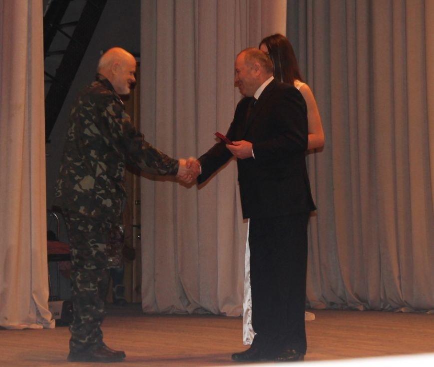 В Артемовске афганцам вручали юбилейные медали и ключи от квартир, фото-3