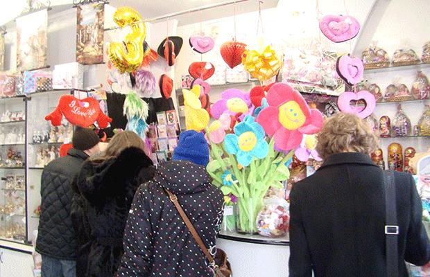 """Сьогодні у центрі міста """"Святий Валентин"""" вітав тернополянок зі святом (фото), фото-1"""