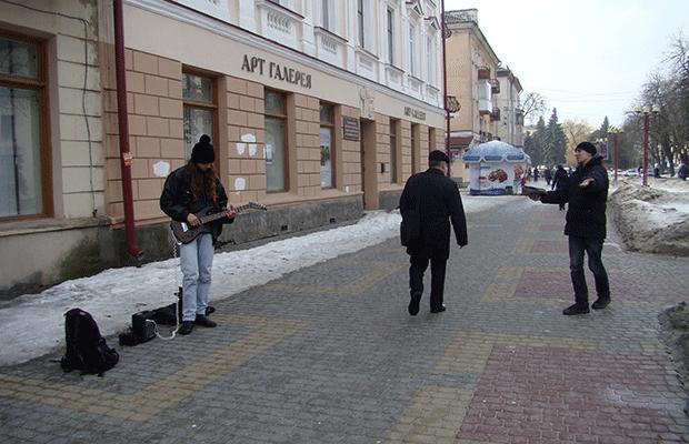 """Сьогодні у центрі міста """"Святий Валентин"""" вітав тернополянок зі святом (фото), фото-6"""