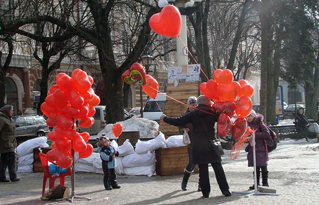 """Сьогодні у центрі міста """"Святий Валентин"""" вітав тернополянок зі святом (фото), фото-3"""