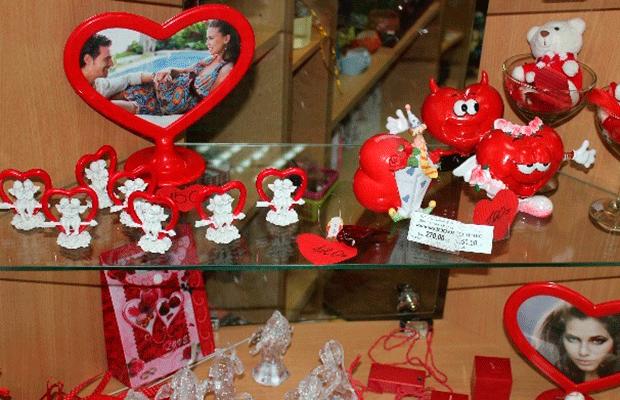 """Сьогодні у центрі міста """"Святий Валентин"""" вітав тернополянок зі святом (фото), фото-2"""