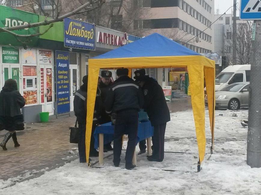 В Донецке курсанты проверили влюбленных на знание ПДД (фото), фото-3