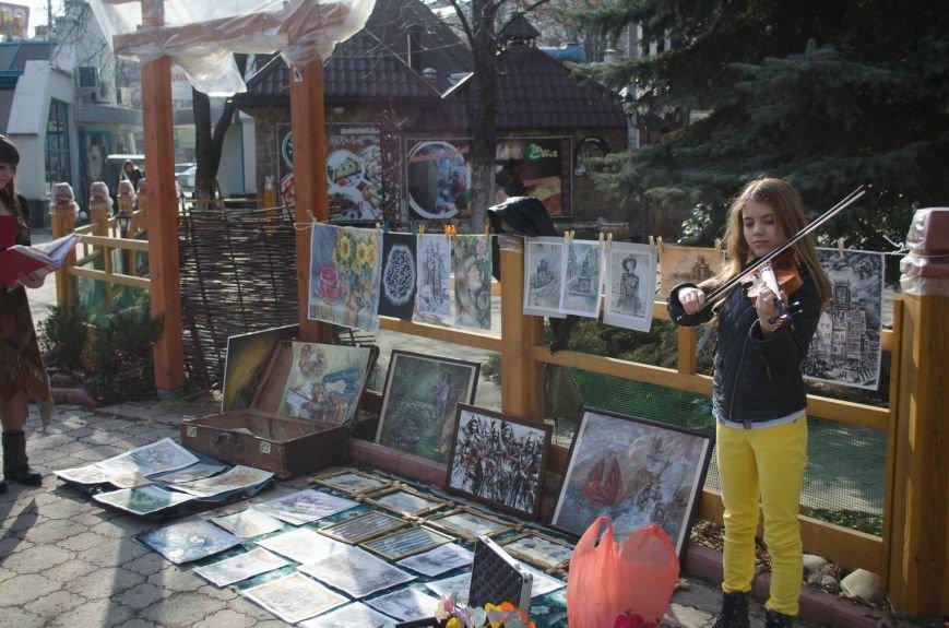 ФОТОРЕПОРТАЖ: В Симферополе влюбленных сковали цепями, фото-9