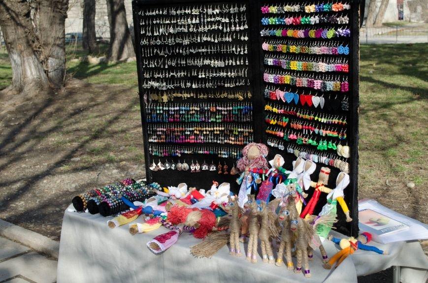 ФОТОРЕПОРТАЖ: В Симферополе влюбленных сковали цепями, фото-11