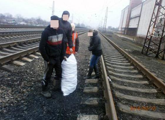 На станции Межевая пытались украсть 240 кг «черного золота», фото-1