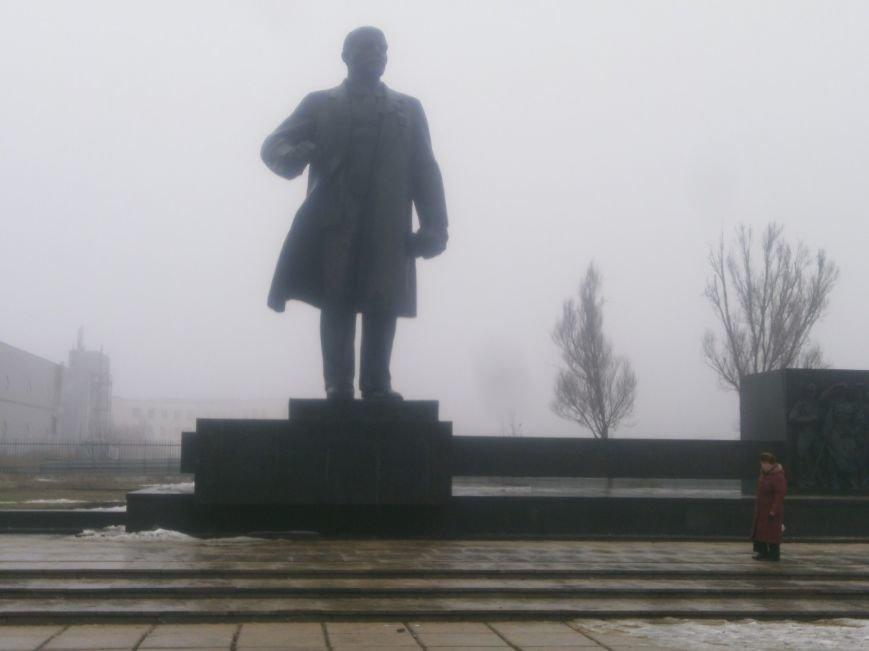 В Мариуполе памятник Ленину очистили от скверны (Фотофакт), фото-1