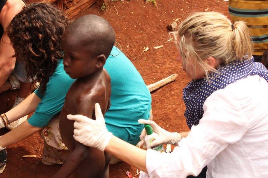 Мариупольцы в Африке спасли детей от смертельно опасного клеща (ФОТО), фото-1