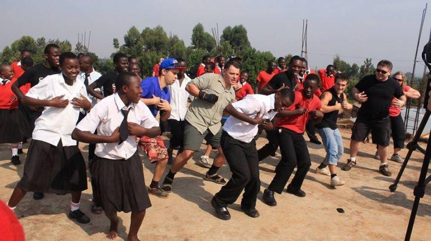 Мариупольцы в Африке спасли детей от смертельно опасного клеща (ФОТО), фото-25