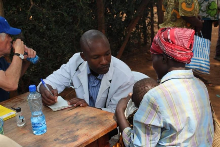 Мариупольцы в Африке спасли детей от смертельно опасного клеща (ФОТО), фото-17