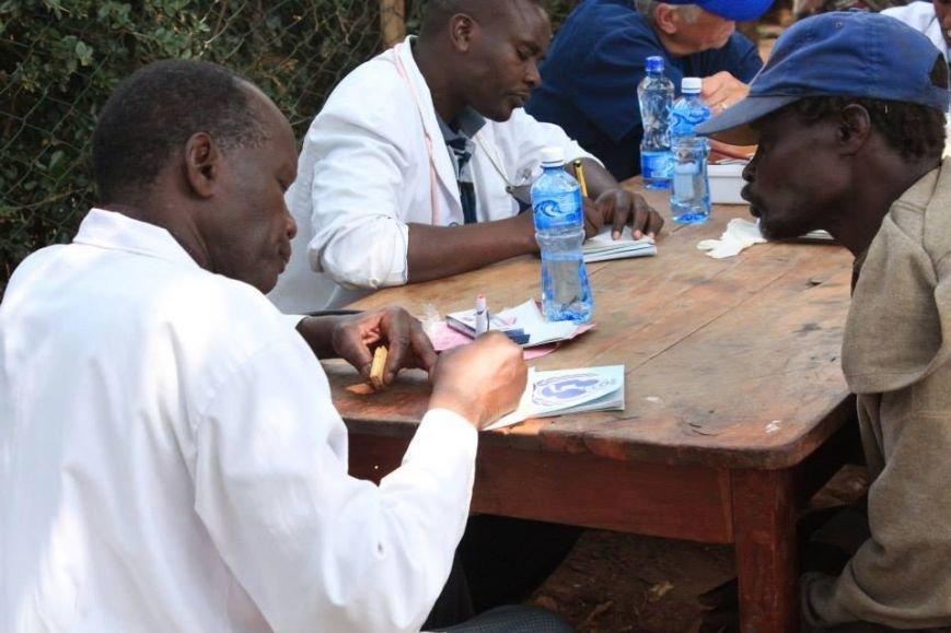 Мариупольцы в Африке спасли детей от смертельно опасного клеща (ФОТО), фото-21