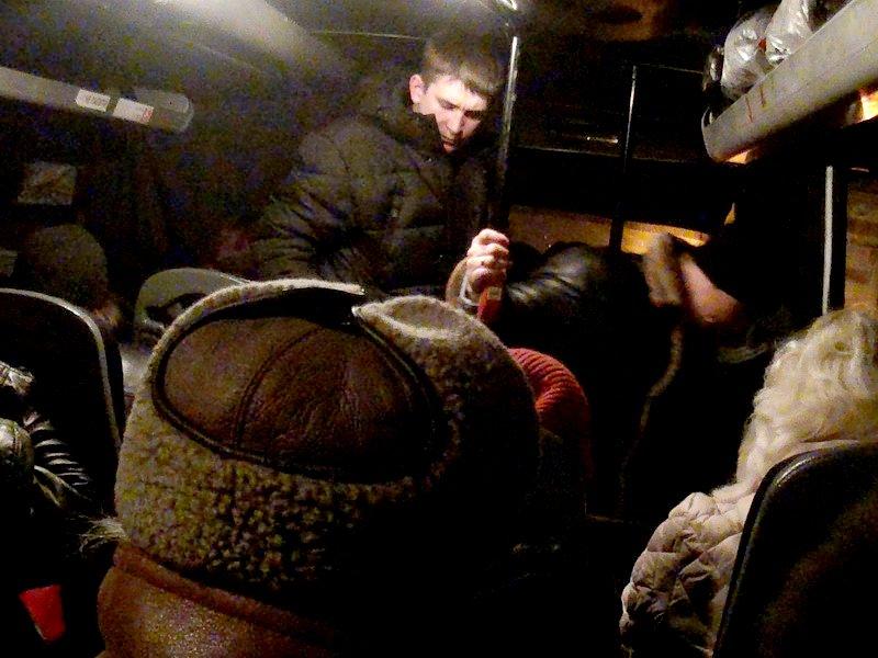 Мариупольский автобус попал в аварию на Южном вокзале в Донецке (Фотофакт), фото-4