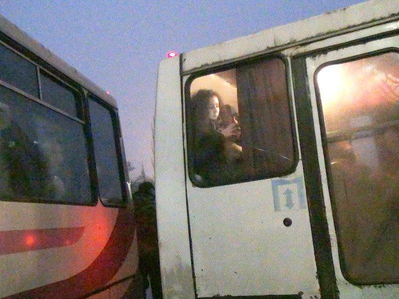 Мариупольский автобус попал в аварию на Южном вокзале в Донецке (Фотофакт), фото-1
