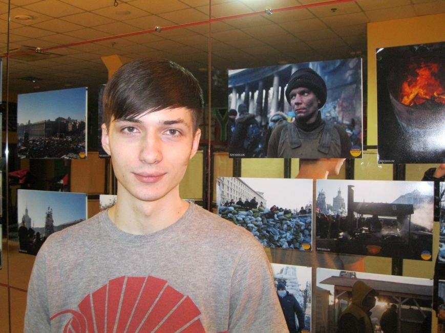 Неизвестные едва не сорвали открытие в Чернигове фотовыставки «Евромайдан: путь Украины», фото-6