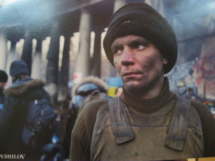 Неизвестные едва не сорвали открытие в Чернигове фотовыставки «Евромайдан: путь Украины», фото-5