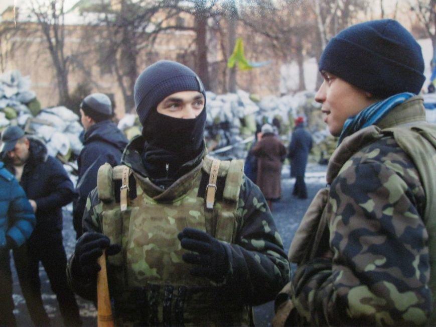 Неизвестные едва не сорвали открытие в Чернигове фотовыставки «Евромайдан: путь Украины», фото-1