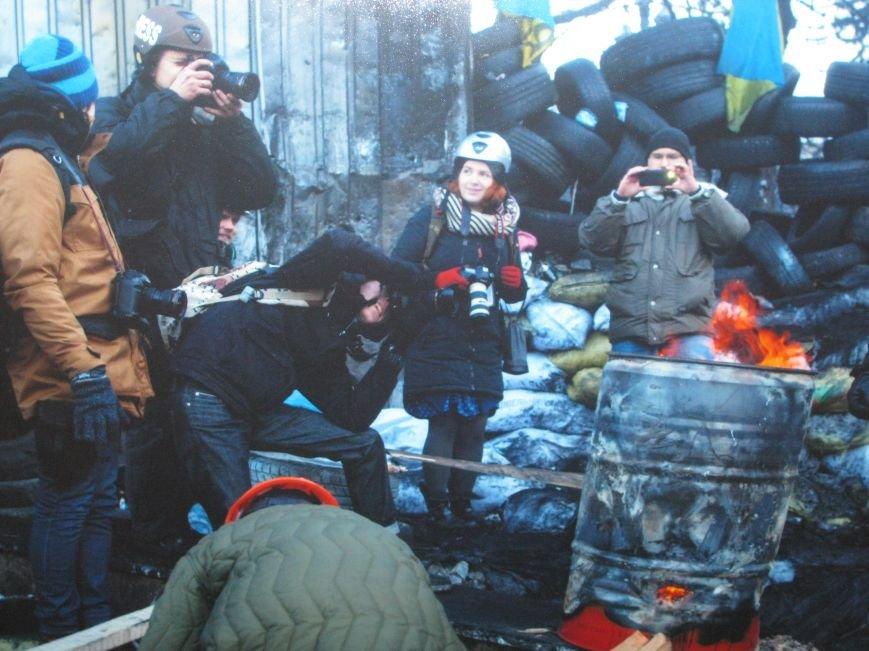 Неизвестные едва не сорвали открытие в Чернигове фотовыставки «Евромайдан: путь Украины», фото-2