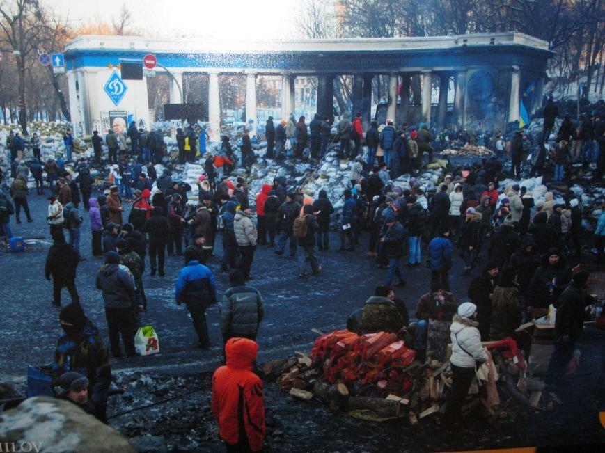 Неизвестные едва не сорвали открытие в Чернигове фотовыставки «Евромайдан: путь Украины», фото-3