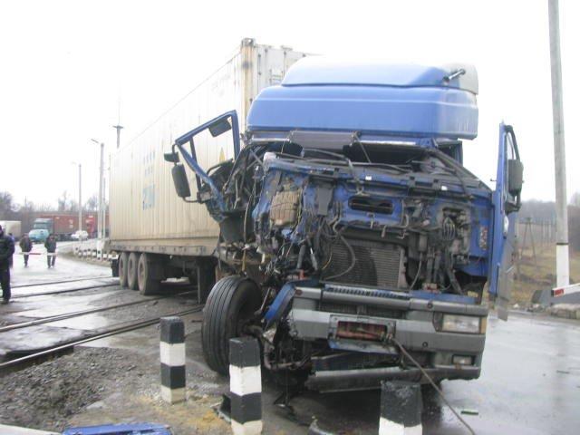 ДТП на переезде в Кременчугском районе заблокировало движение поездов на 2 часа (ФОТО), фото-1