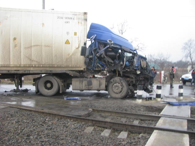 ДТП на переезде в Кременчугском районе заблокировало движение поездов на 2 часа (ФОТО), фото-2