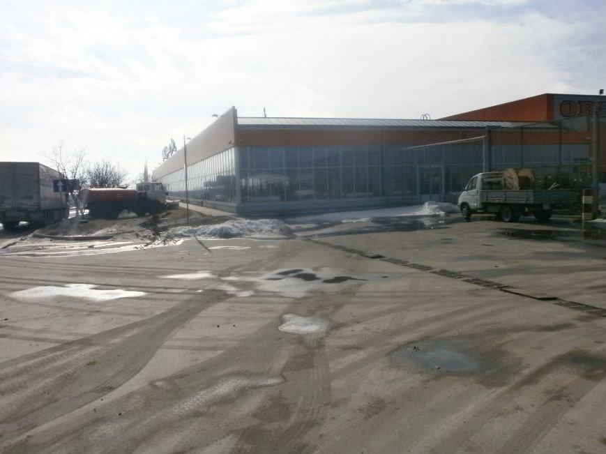 Война гипермаркетов! В Мариуполе «Амстор» забаррикадировал «ОBI» (ФОТО), фото-8