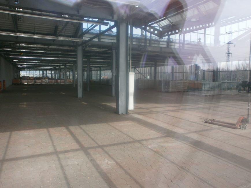 Война гипермаркетов! В Мариуполе «Амстор» забаррикадировал «ОBI» (ФОТО), фото-2