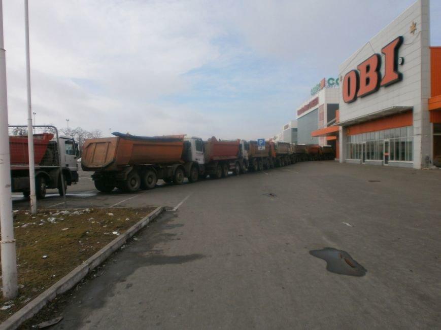 Война гипермаркетов! В Мариуполе «Амстор» забаррикадировал «ОBI» (ФОТО), фото-11
