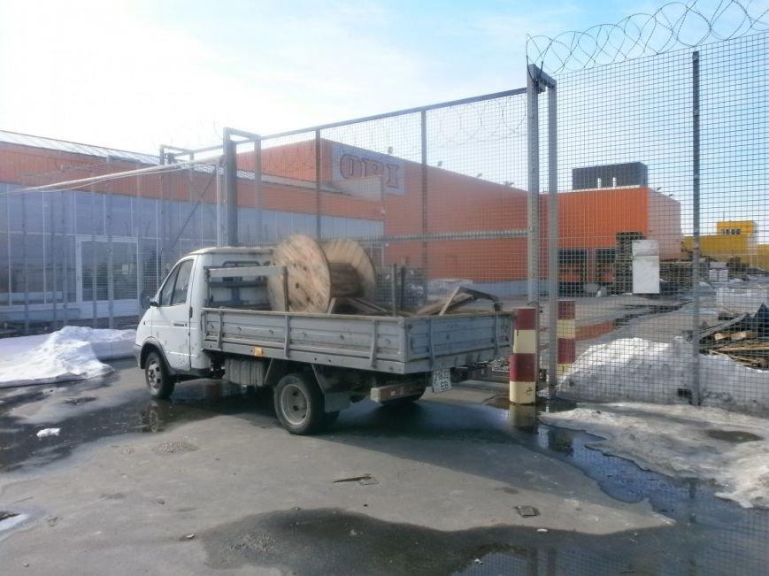Война гипермаркетов! В Мариуполе «Амстор» забаррикадировал «ОBI» (ФОТО), фото-3