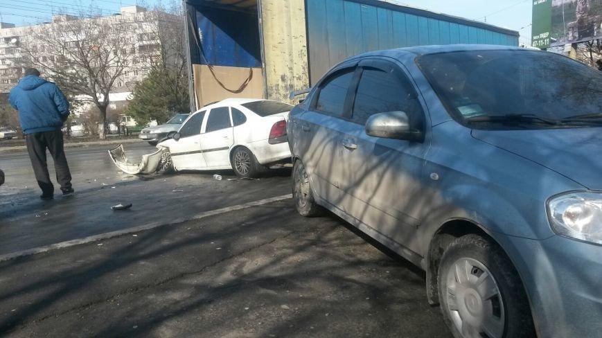 В Мариуполе безумный «Опель» врезался в припаркованный автомобиль (ФОТО), фото-4
