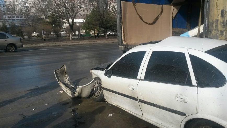 В Мариуполе безумный «Опель» врезался в припаркованный автомобиль (ФОТО), фото-2